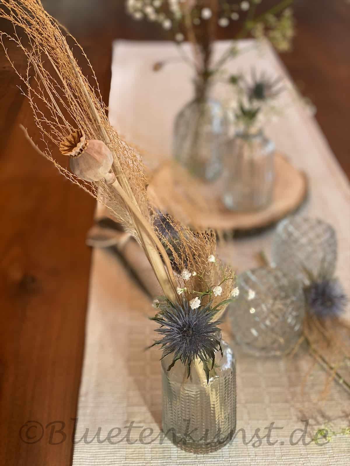 Trockenblumen Schilf und Disteln der Boho Style