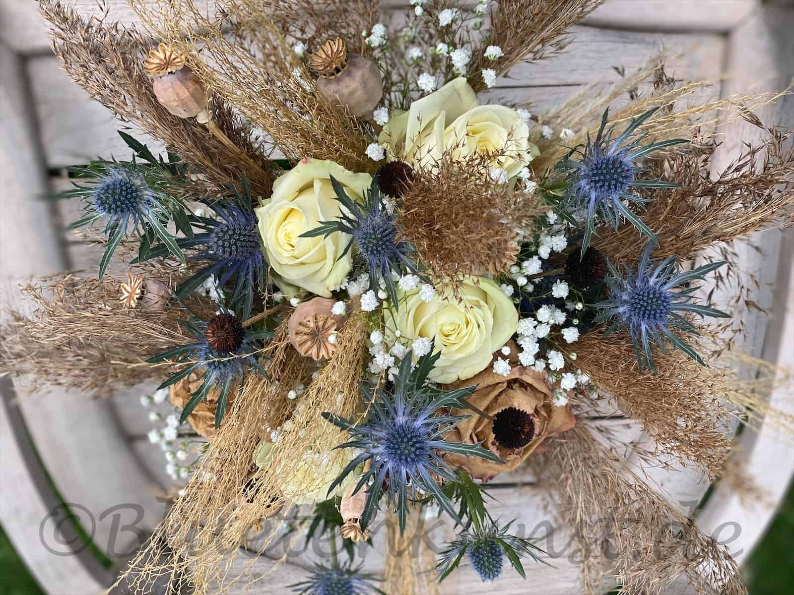 Hochzeitsfloristik verspielt und zart der Boho Style Hochzeit vintage Brautstrauß