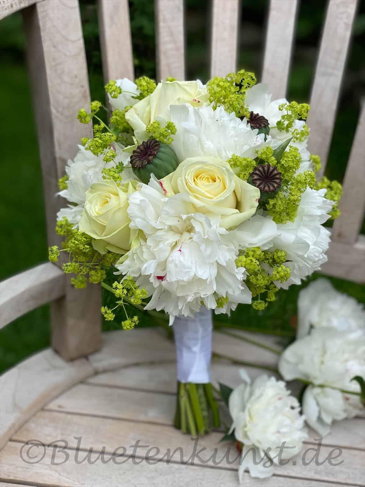 Brautstrauß in weiß für Gartenglück & Blütenkunst aus Pörnbach