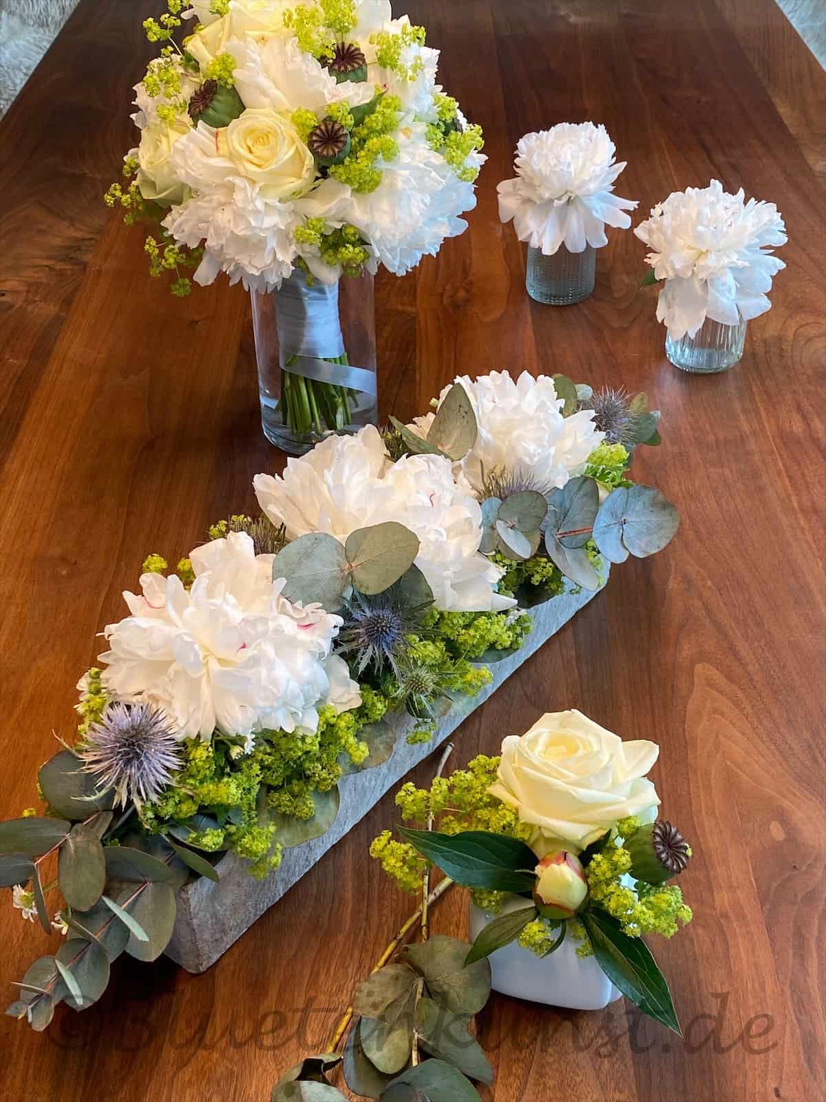 ein Tischdekoration Traum in weiß für Taufe in Pfaffenhofen