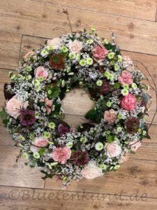 Trauer Floristik aus Ingolstadt von Gartenglück & Blütenkunst trauerfloristik urne Frühling