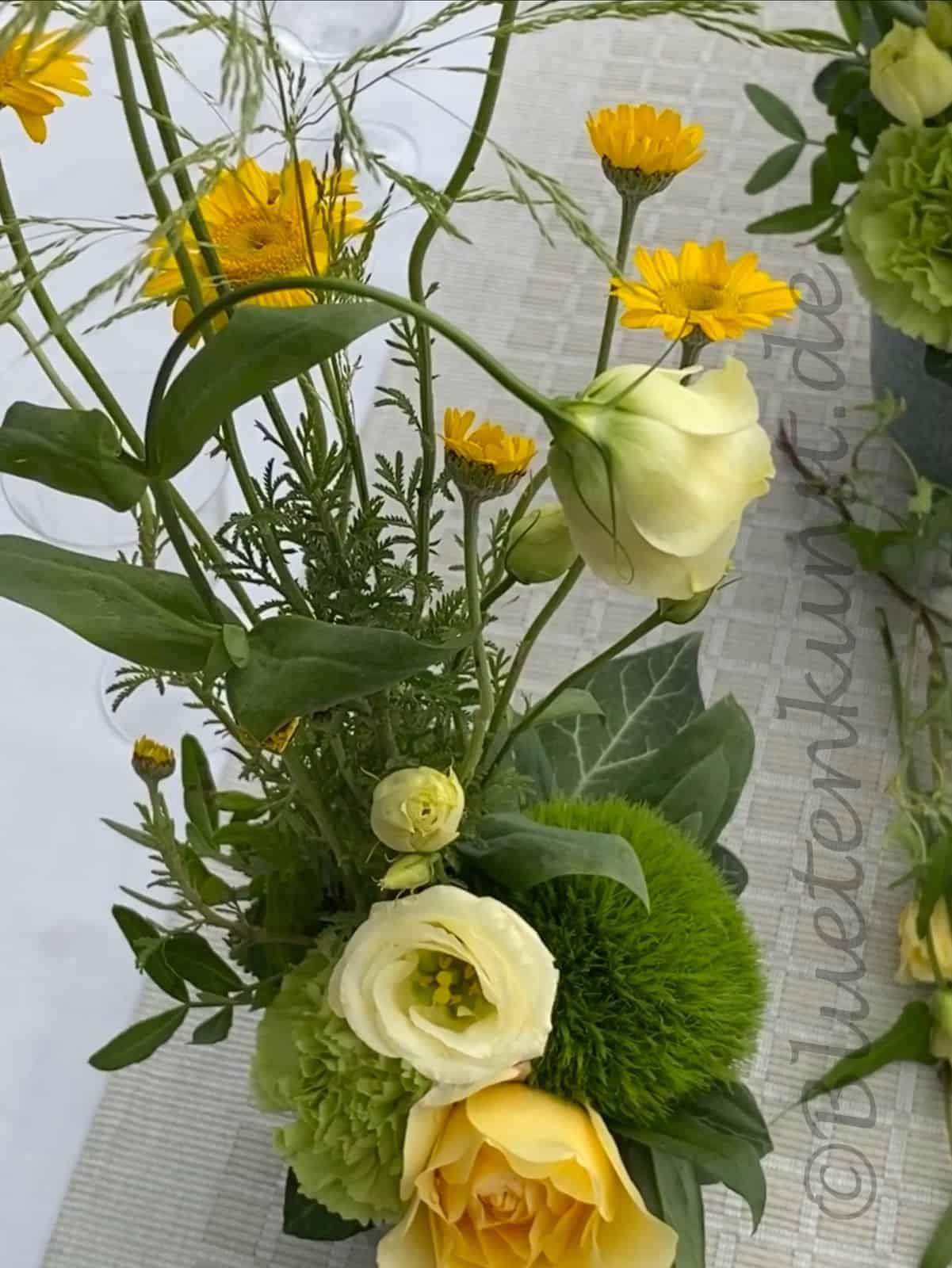 mal etwas anderes auf dem Tisch grüne Bartnelke mal anders, Blütenkunst aus Pörnbach