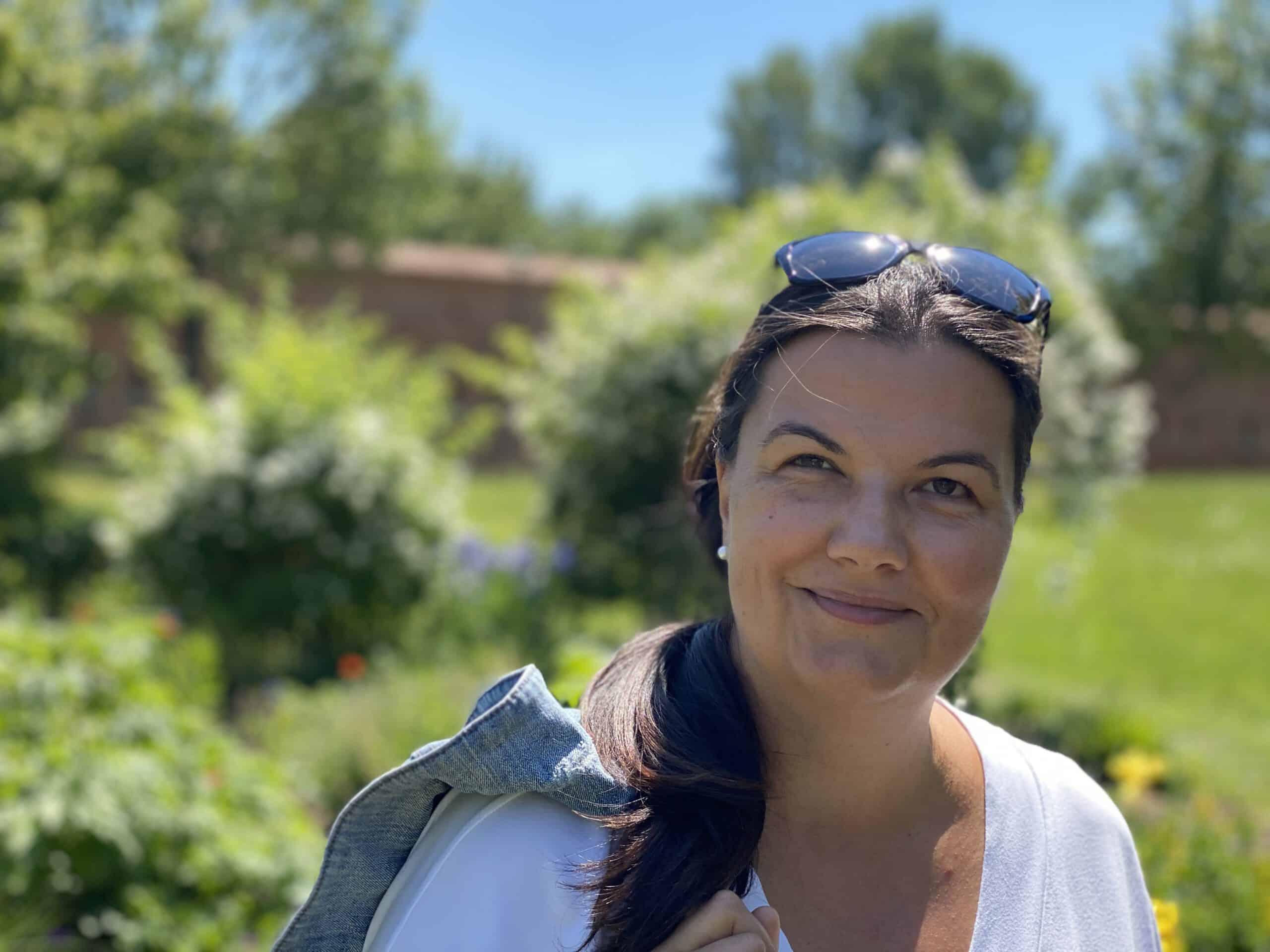 Gerti Haslauer im Klenzepark Ingolstadt - Expertin für Beetplanung und Floristik aus Pörnbach Bayern -