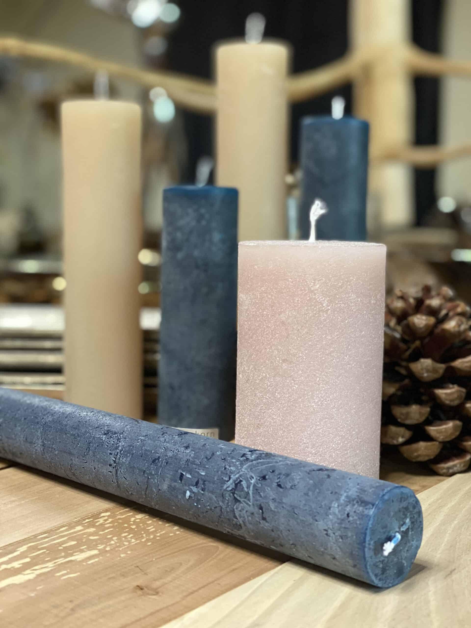Weihnachtsdeko 2021 Kerze für Adventkranz von Weizenkorn Kerze in Farbe petrol (54003) nuss (53974) , zuckerwatte (61451) aus der Schweiz