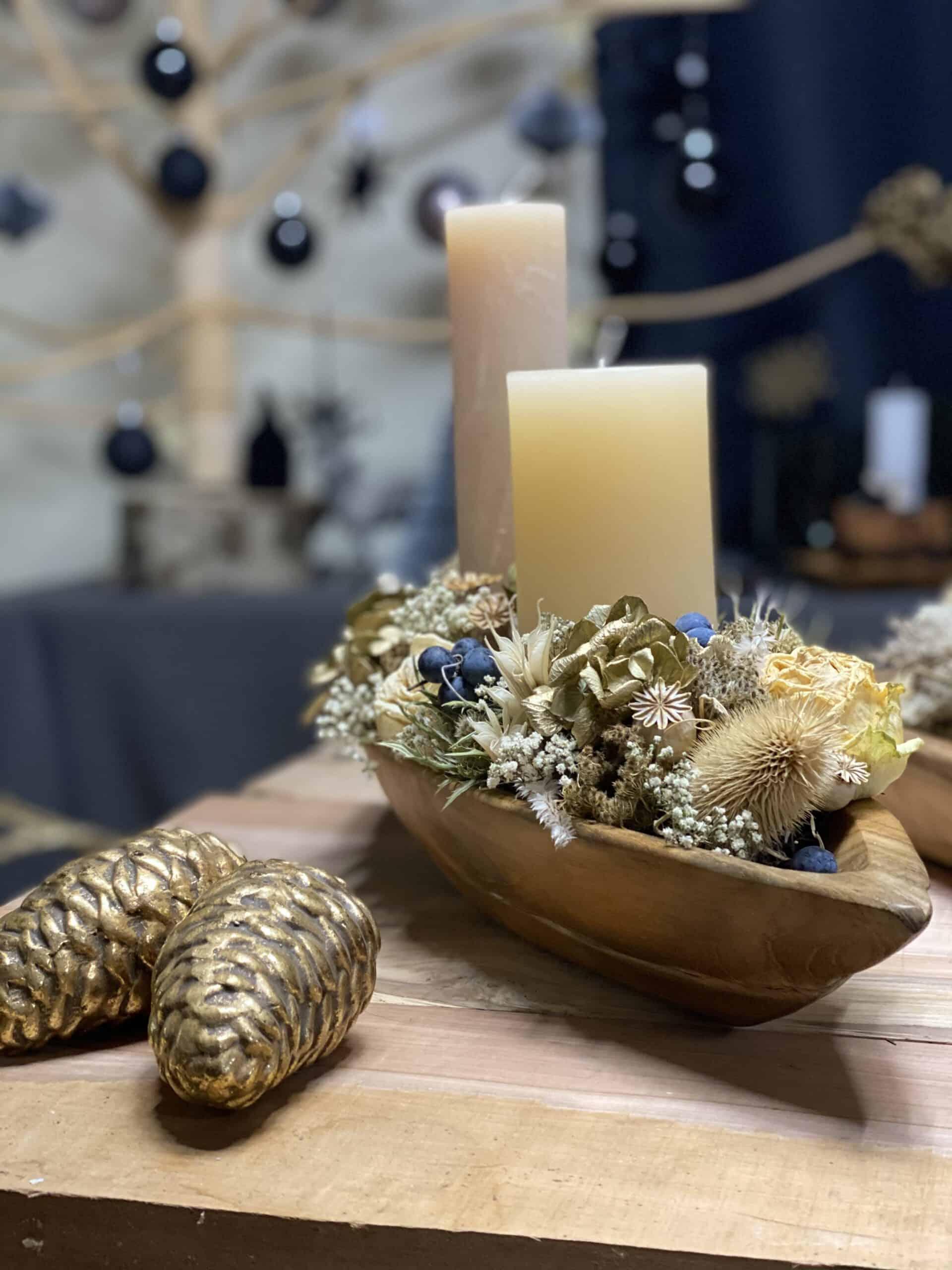 floristische Weihnachtsdeko 2021 mit Teakschale , Trockenblume , Weizenkorn Kerze