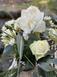 Blumen und Floristik aus Pörnbach mit weissen Rosen