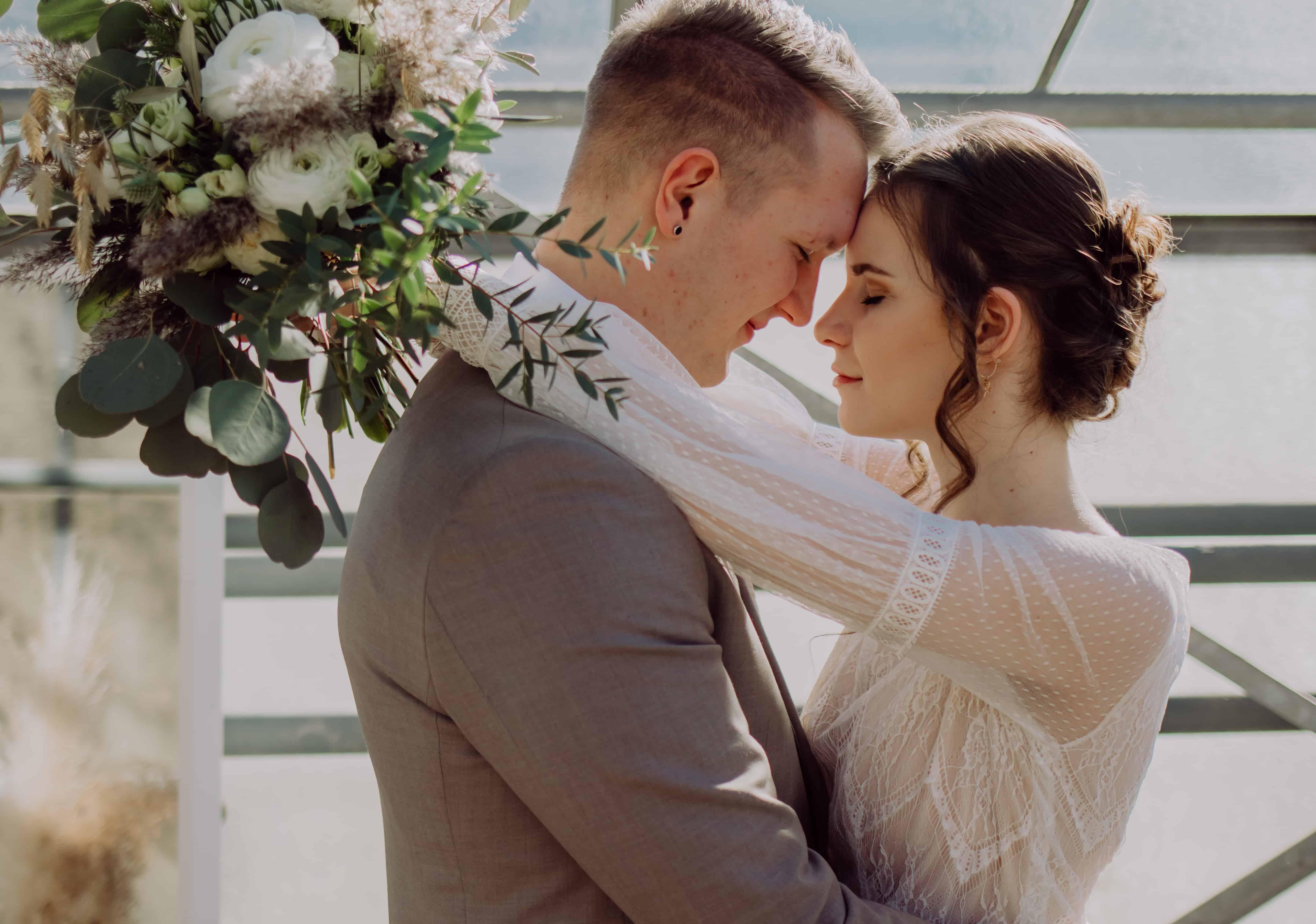 Hochzeitsfloristik Brautstrauß mit Ranunkel und Euckalyptus Grüne Hochzeit