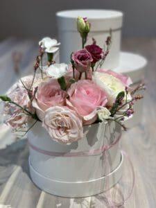 Blumenbox mit Rosen und Ranukel perfekt für Muttertag