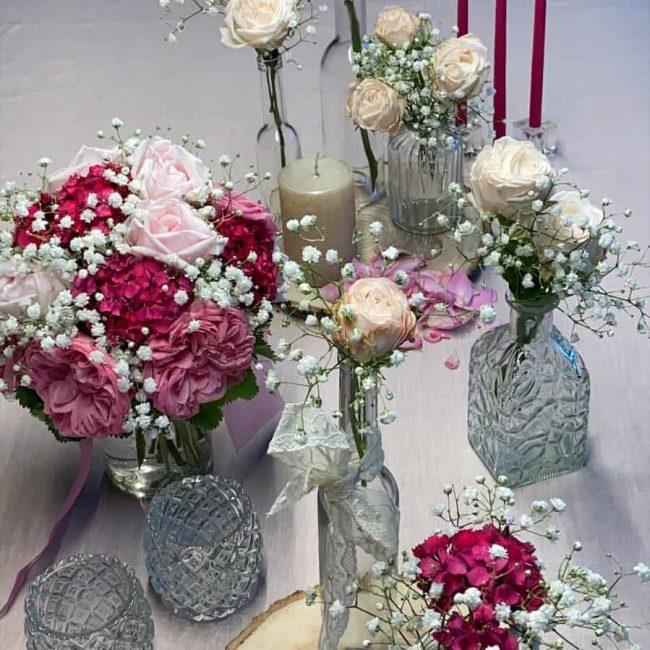 romantische Tischdekoration in rosa
