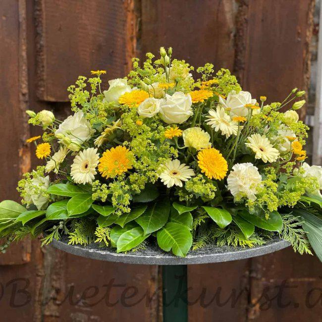 stilvolle Trauer Floristik modernes Blumenbukett mit gelben Rosen, Gerbera aus Ingolstadt